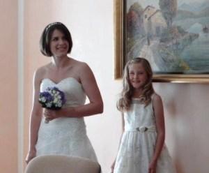 Julia fast immer in der Nähe der Braut... sie half immer wieder die Schleppe zu tragen...