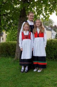 Julia mit Freundin Michelle und ihrer Schwester Elisabeth...
