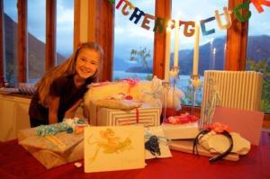 Sie ist wie Mama... sie liebt Geschenke! :-)