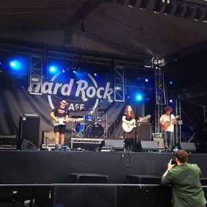 chloe leigh hard rock