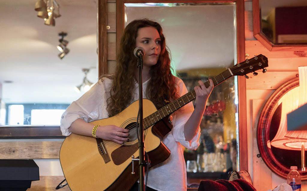 Evie Moran Live
