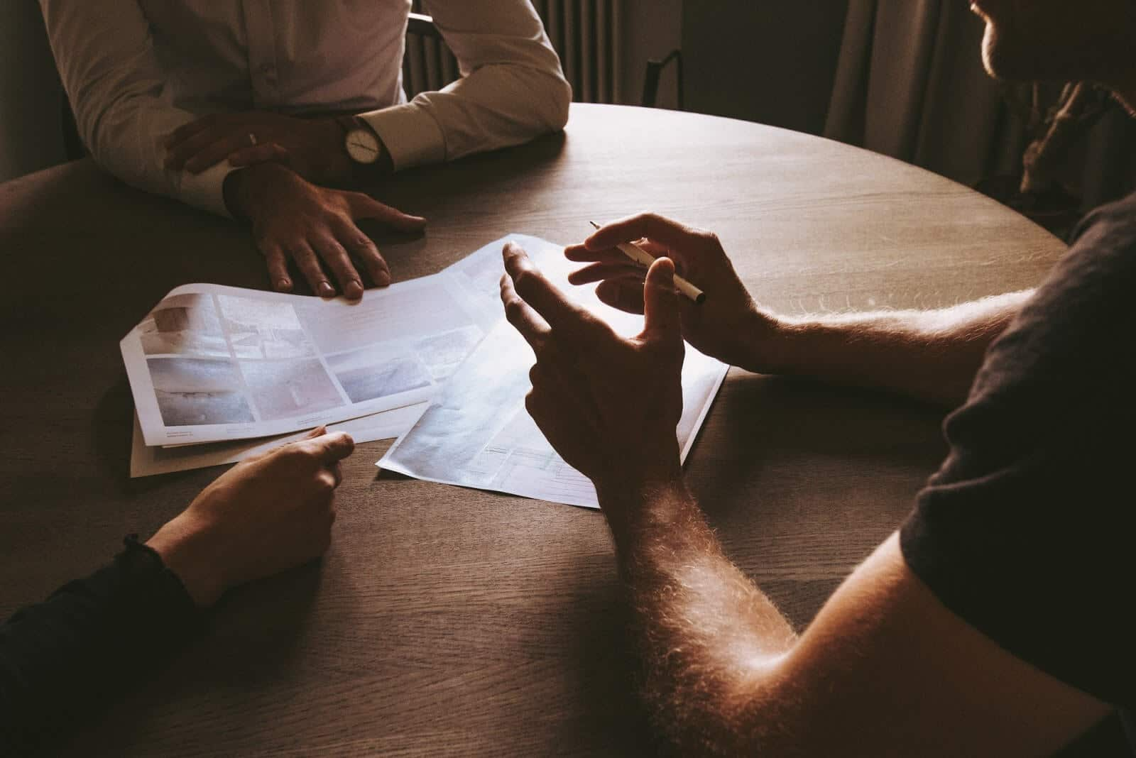 LLC operating agreement: a team at a business meeting