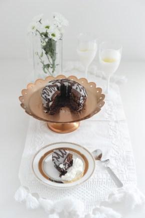 Ciambellone al cioccolato speziato https://gikitchen.wordpress.com/2014/10/23/ricette-american-horror-story-ciambellone-cacao-glassa/