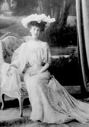 comtesse-greffulhe-seated_med