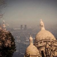 Un printemps à Paris : Foule et smog à Montmartre