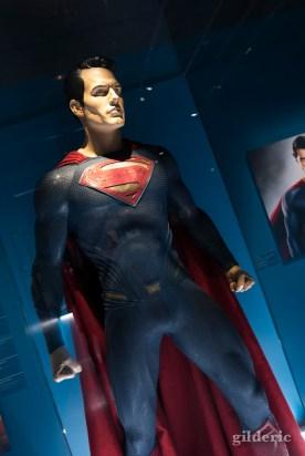 """Costume de Superman porté par Henry Cavill dans """"The Man of Steel"""" et """"Batman vs Superman""""."""