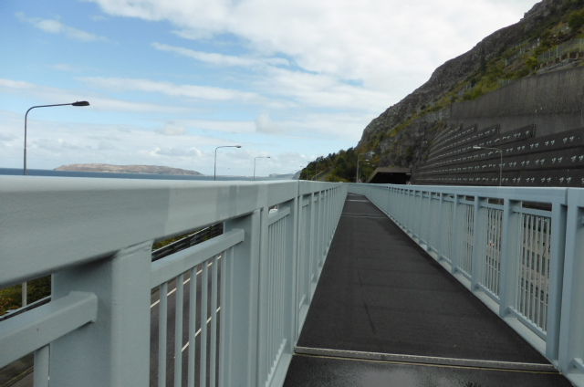 Serious cycling infrastructure over the A55