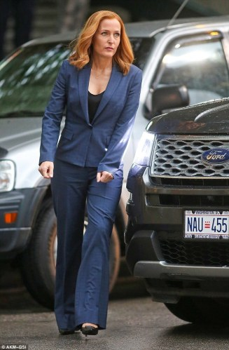 2BEE650200000578-0-At_the_end_Gillian_Anderson_was_also_on_set_but_looked_significa-m-10_1441291189322