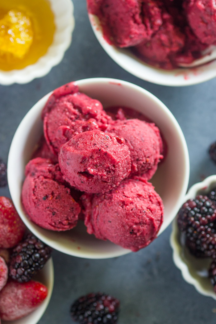"Healthy 5 Minute Berry Frozen Yogurt Recipe | Gimme Delicious ""Quick and easy to make sugar-free berry frozen yogurt is ready in under 5 minutes no ice-cream maker needed. This healthy 5 minute frozen yogurt is so replacing ice-cream this summer."""