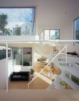 Elegant-staircase-in-white
