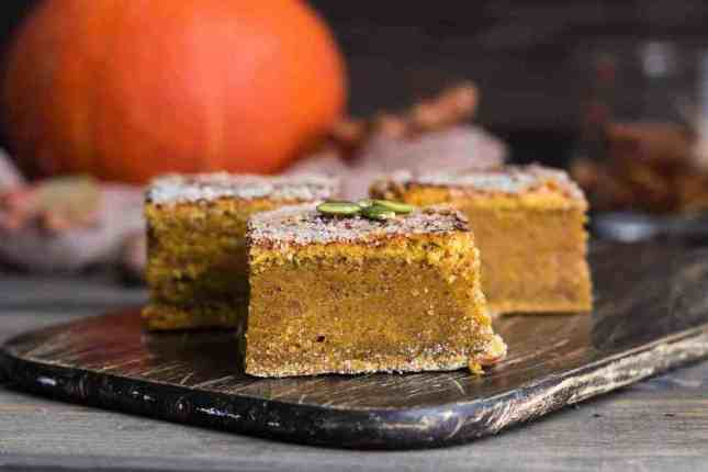 Easy Pumpkin pie bars - these taste even better than pumpkin pie