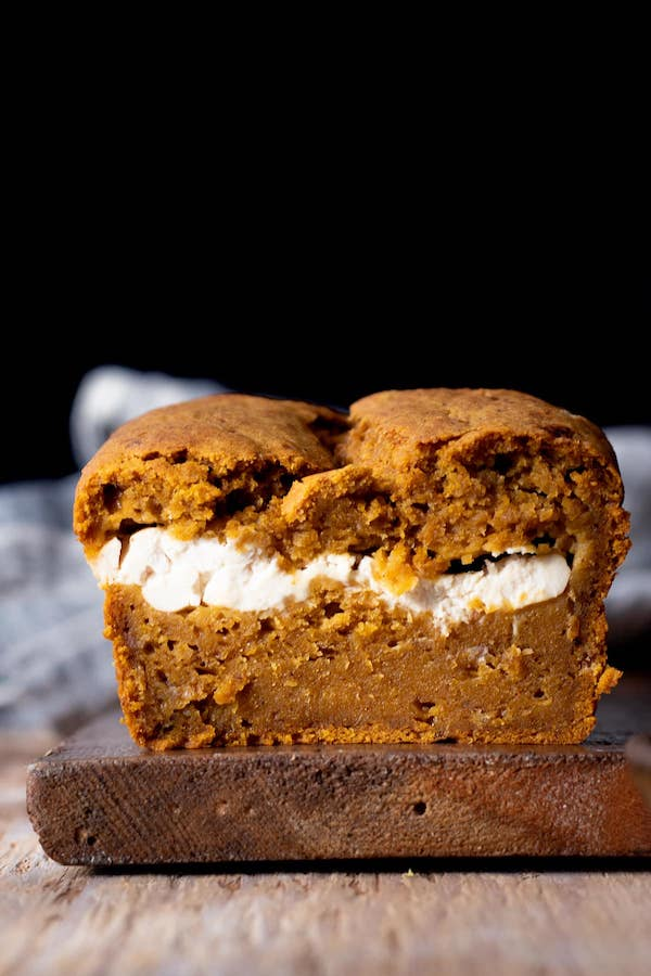 vegan-banana-pumpkin-bread-with-cream-cheese-filling