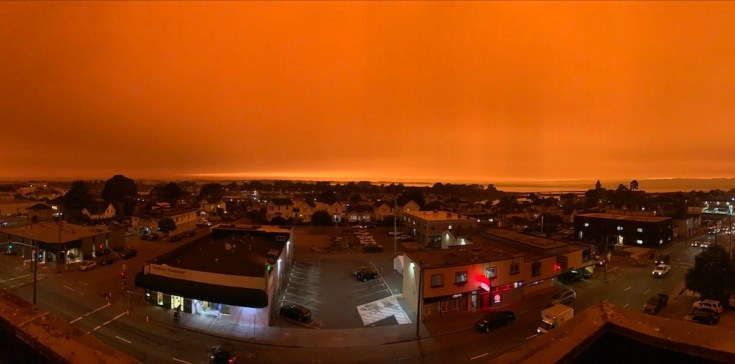 Orange sky over town in California duing 2020 wildfires