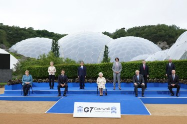 11/06/2021.Eden Project, G7 Leaders' Summit, Cornwall. Her Majesty, Queen Elizabeth II, sits for a group photograph with all the G7 leaders at the Eden Project before the G7 leaders' evening dinner and reception.