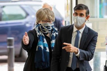 Therese Coffey and Rishi Sunak wearing face coverings