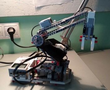 LEGO robot (1)