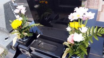お墓参りの花はどこで買うのがお得?墓参りに花なしはダメなの?