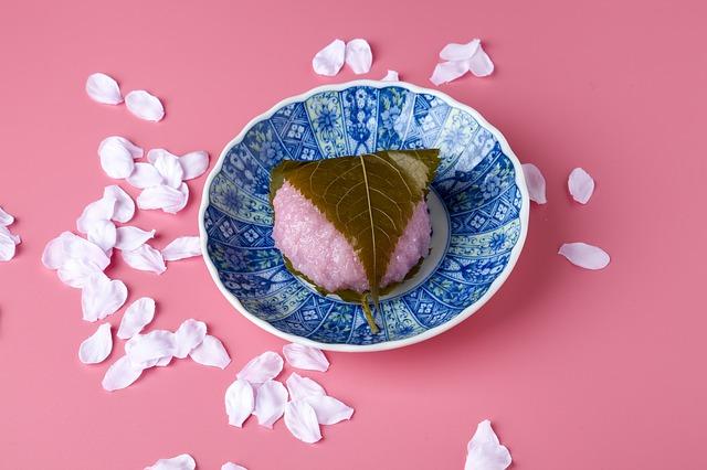 桜餅の葉っぱ!桜の葉の塩漬けがない時は人工桜葉を代用することも!?
