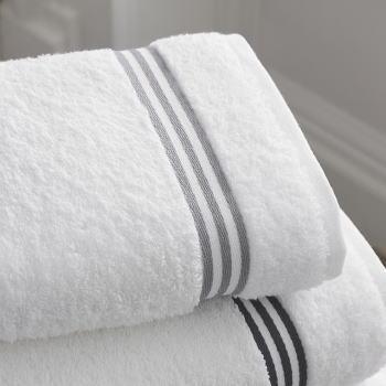 黒カビが生えた白い布製品には塩素系漂白剤?!色柄物ならどうする?