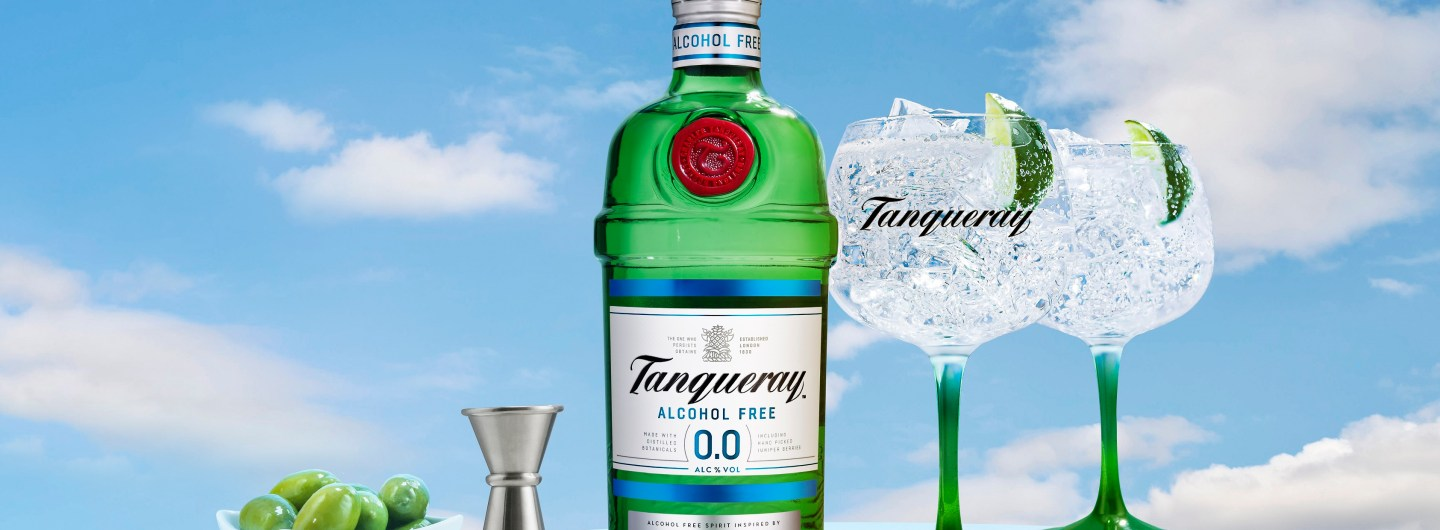 Tanqueray 0.0% bottle and serves
