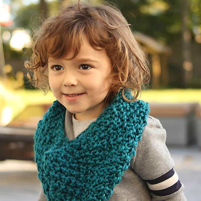 Kids Moss Stitch Cowl Free Knitting Pattern - Gina Michele