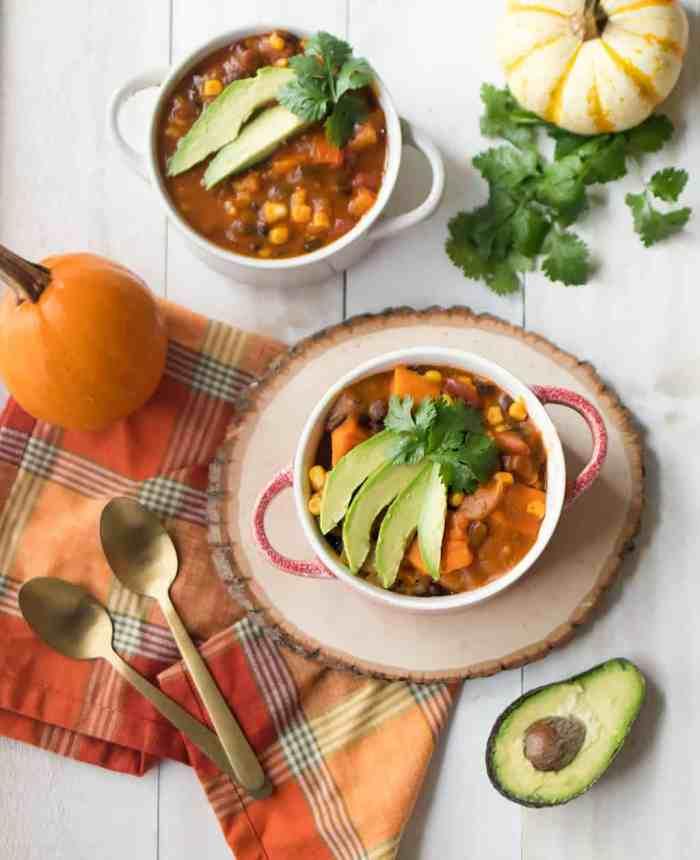Slow Cooker Vegan Black Bean Pumpkin Chili
