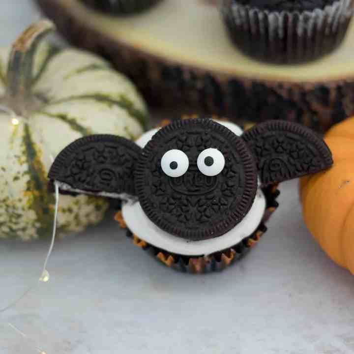 Easy Vegan Chocolate Bat Halloween Cupcakes