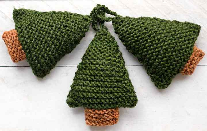 How to Knit Christmas Trees the Easy Way