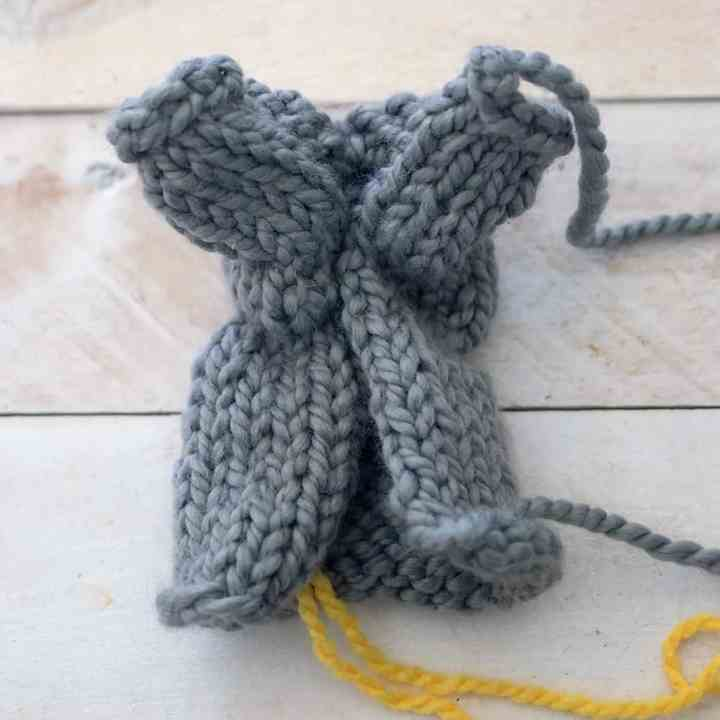 One Square Easter Bunny Basket Knitting Pattern