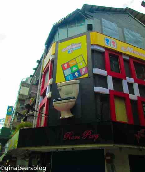 modern toilet cafe 1