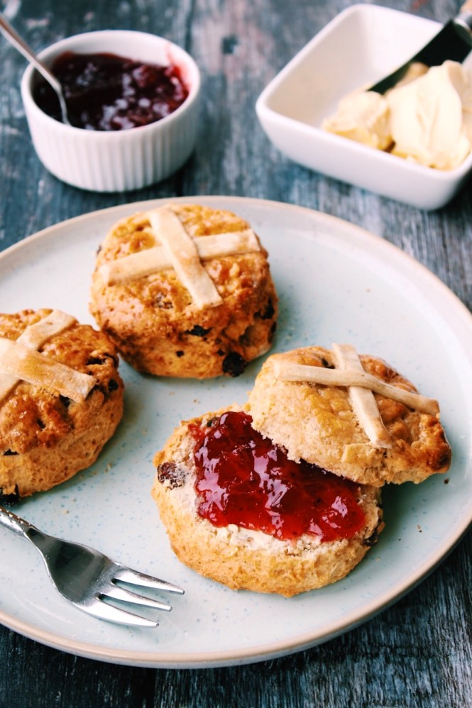 These scones are incredible straight from the oven - definitely best served and eaten fresh on the day. However, they will keep for a few more days in an airtight container.
