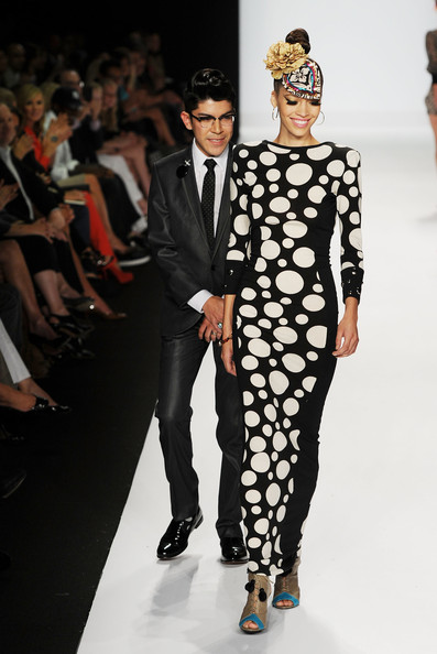 WHAT? Gretchen Jones wins 'Project Runway' Season 8 over Mondo Guerra (2/6)