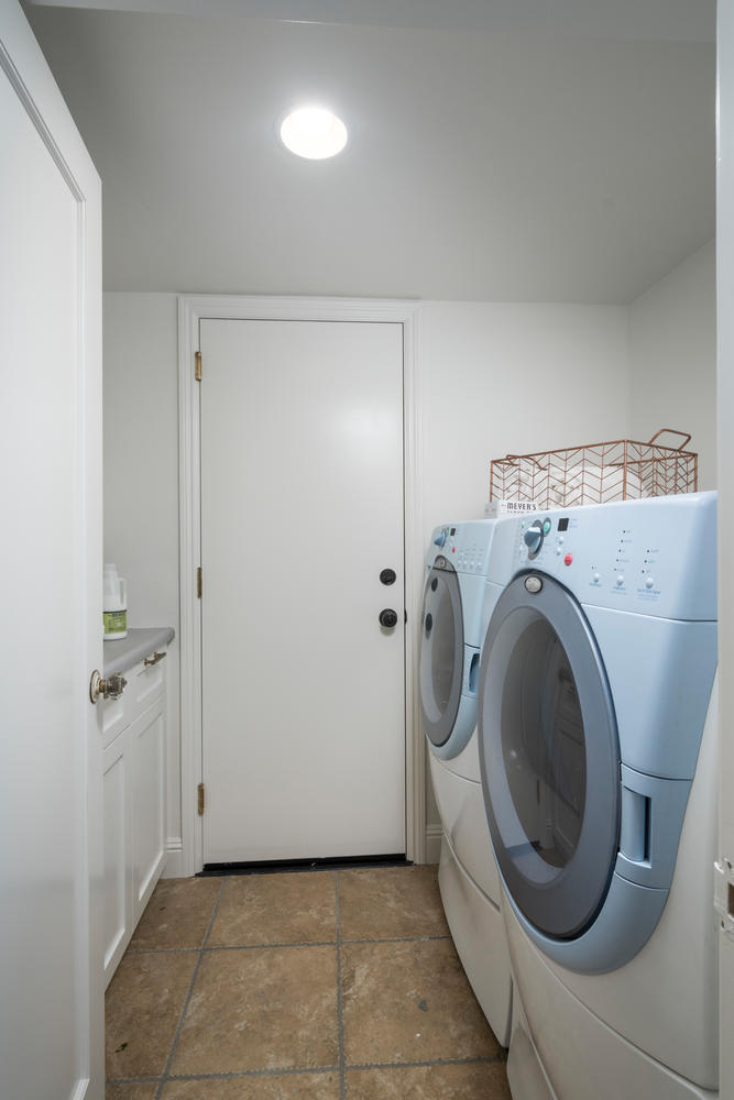 520 Francisco Dr Burlingame CA-large-019-3-Laundry Room-667x1000-72dpi