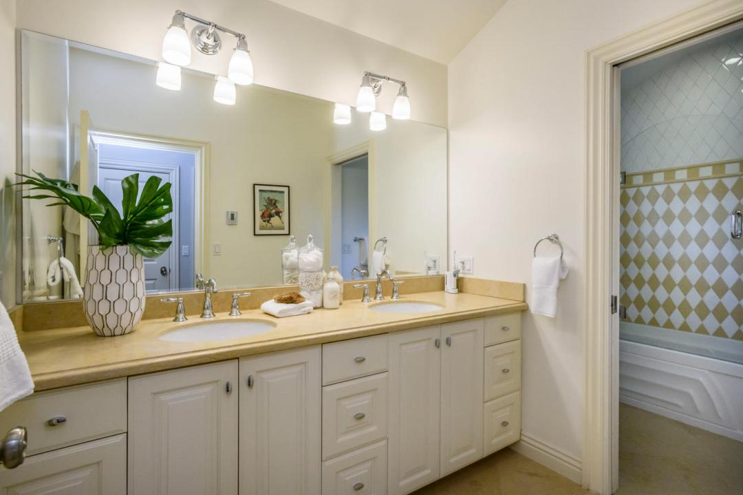 108 La Loma Ln Burlingame CA-large-040-37-Bathroom-1500x1000-72dpi