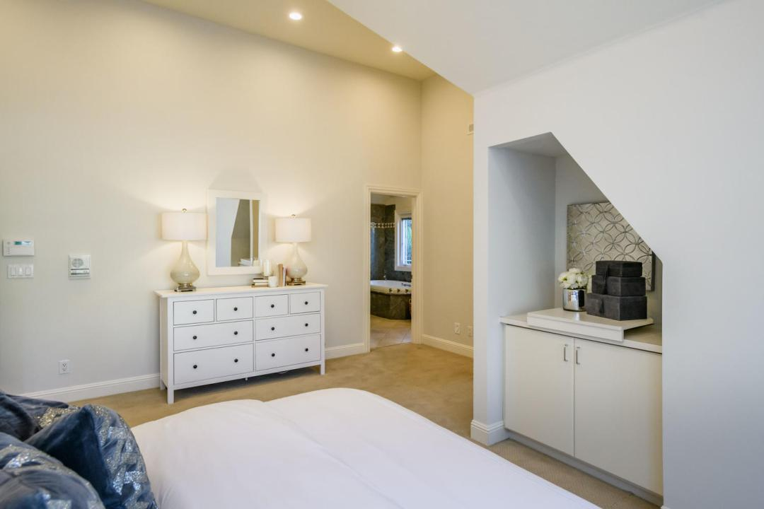 840 Newhall Rd Burlingame CA-large-030-24-Master Bedroom-1500x1000-72dpi
