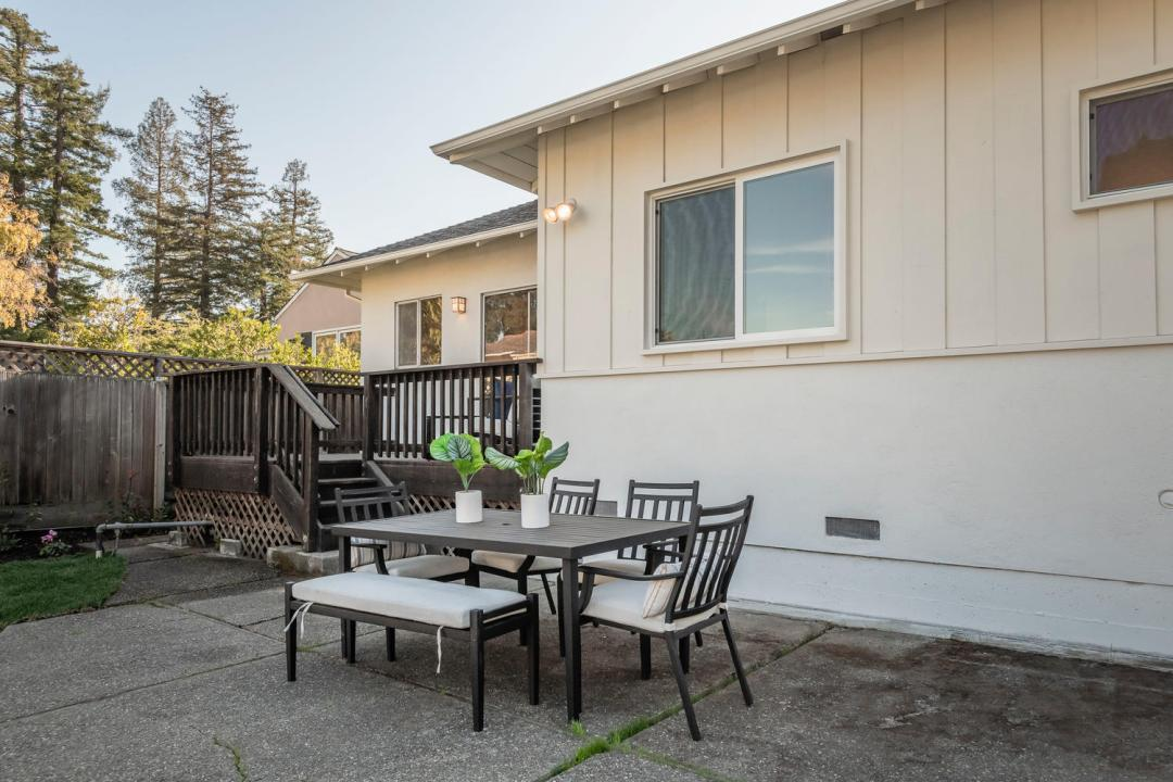 726 Walnut Ave Burlingame CA-large-026-025-726Walnut 0077-1500x1000-72dpi