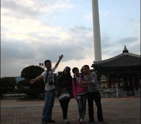 釜山自由行》龍頭山公園(용두산공원)跟韓國小孩玩耍散步去、釜山塔(부산타워)之我不是大叔控