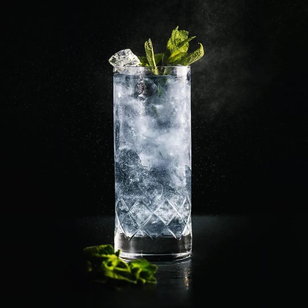 Billede af en cocktail med Black Thistle Gin