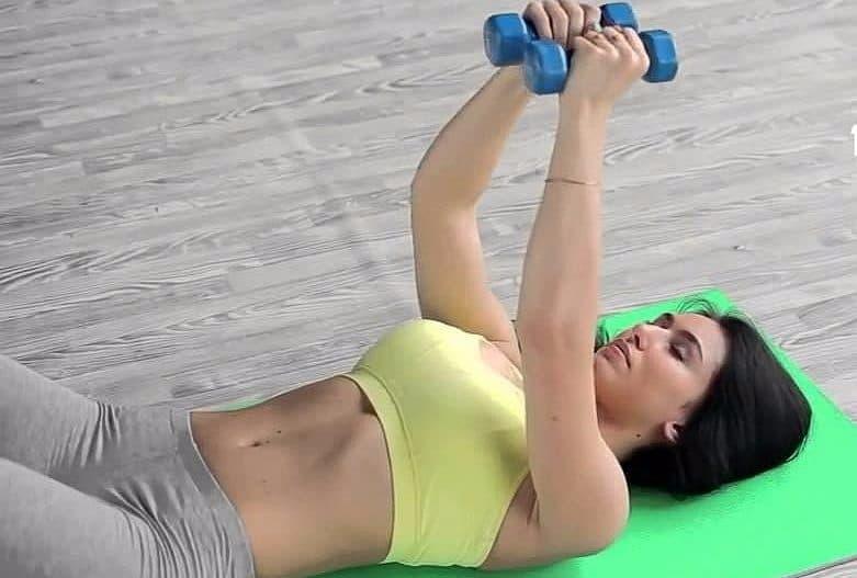 Micsoreaza dimensiunea bustului din pierderea in greutate (greutate, tinerețe, sâni)