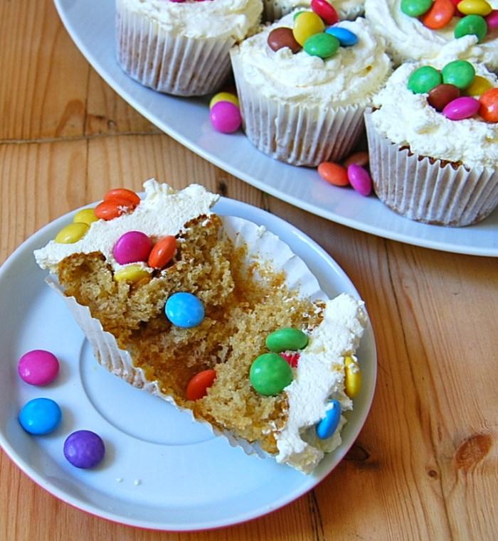 Pinata cupcake open