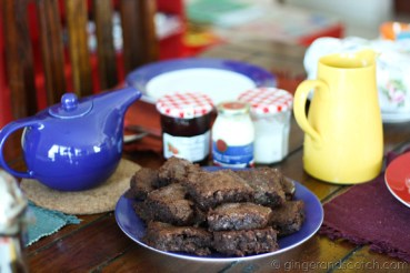 brownies and tea