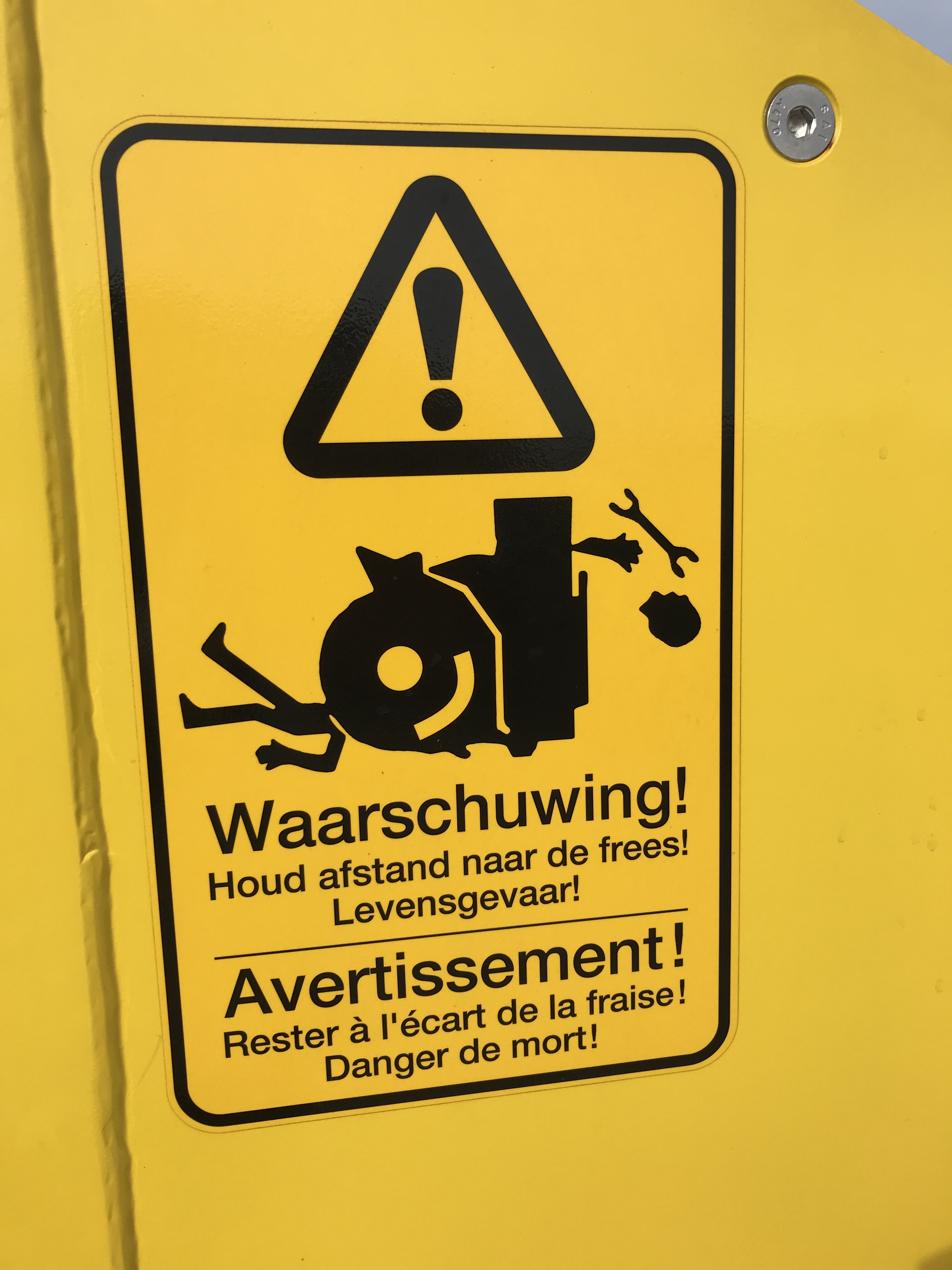 Snow clearing machine warning label