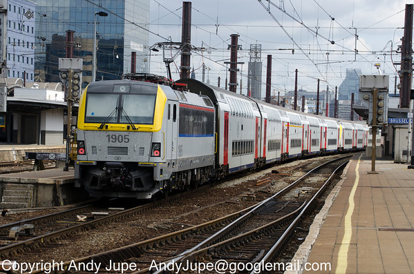 Siemens ES 64 U4, number 190 050-0 also known as 1905 arrives at Brussels Midi station on double deck stock on the 29th of July 2013.