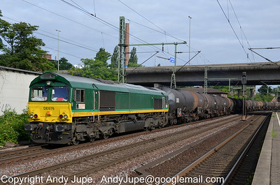 266 004-1 (DE676) heads south through Hamburg Harburg in Germany on the 20th of July 2012