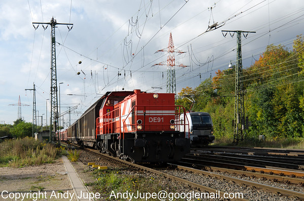 HGKs 272 014-8, also numbered as DE 91 approaches Köln Gremburg Yard with a mixed freight on the 10th of October 2013.