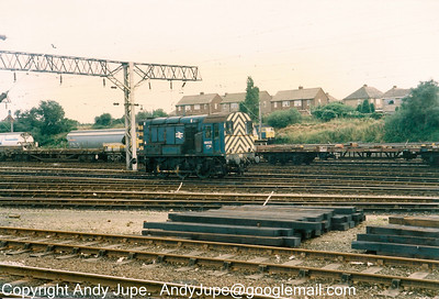 08 672 at work in Bescot Yard sometime around 1990-1991