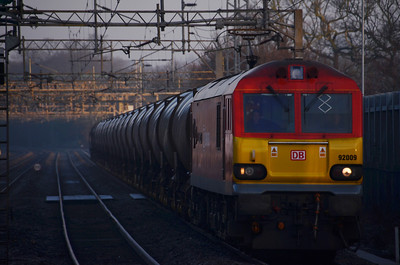92 009 heading south on 6M76 21:36 Mossend to Wembley Yard on the 13th January 2012 at Kings Langley