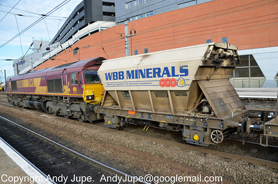 66 084 & PAA WBB 30032 sit at Doncaster whilst working 6E84 08:20 Middleton Towers to Barnby Dun
