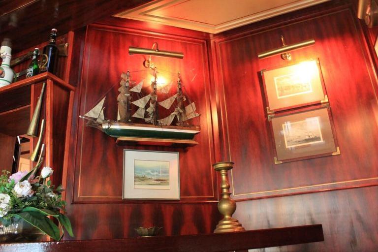 Hotelbar-4-1.jpg