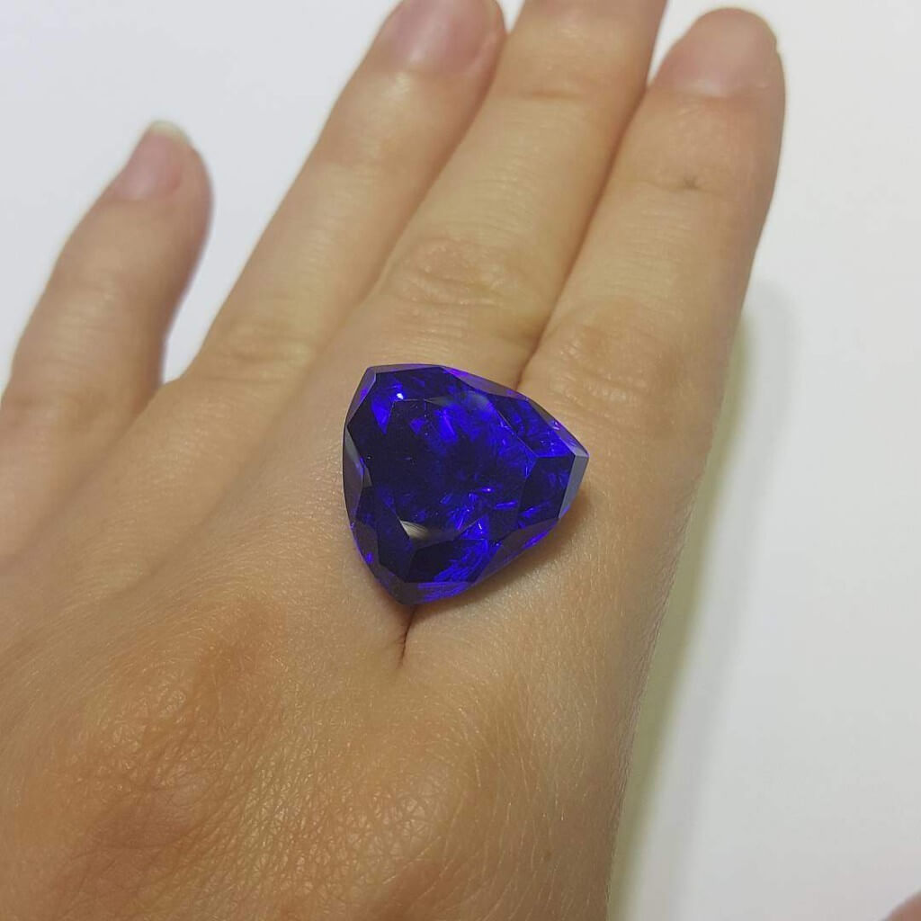 a ct cut clean gem trillion colour blue tanzanite saturated eye with well carat purplish and great itm